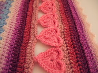 Line_of_Hearts_Crochet_Border_small2
