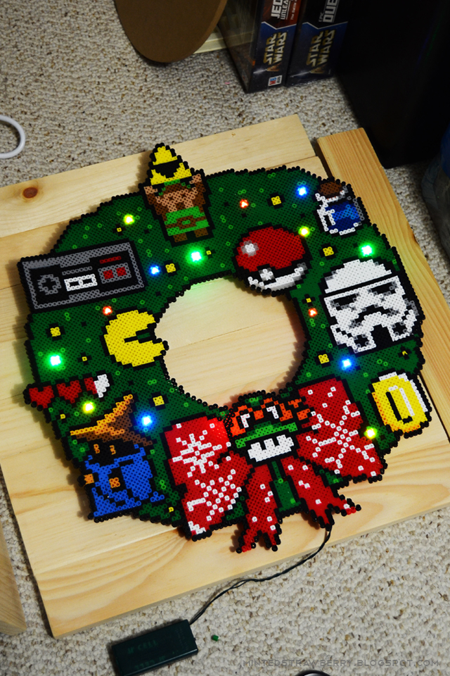 diy-geeky-christmas-wreath-perler-beads-8.jpg