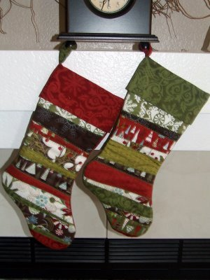 His-and-Hers-Scrappy-Christmas-Stocking-Quilt-Patterns_Medium_ID-557208