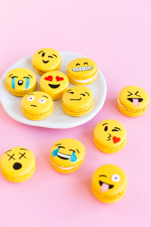 Emoji-Macarons-4-600x900