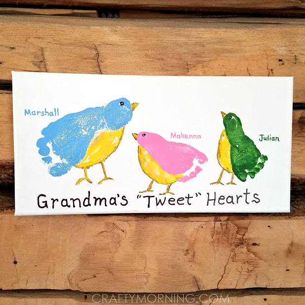grandmas-tweet-hearts-kid-footprint-canvas.png