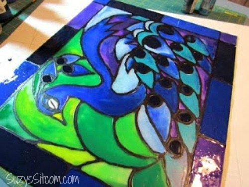 creating-faux-stained-glass-with-acrylic-paint-and-glue-crafts-painting (1)