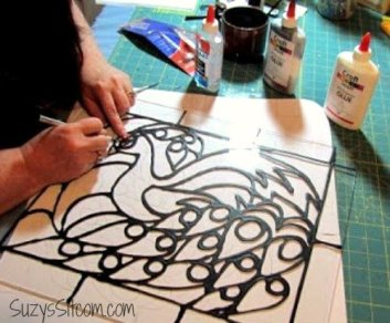 creating-faux-stained-glass-with-acrylic-paint-and-glue-crafts-painting