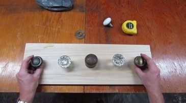 build-a-vintage-doorknob-coat-rack