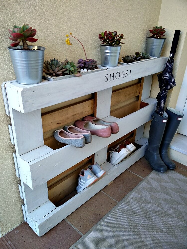 DIY-easy-pallet-shoe-rack-kreativk.net2_.jpg