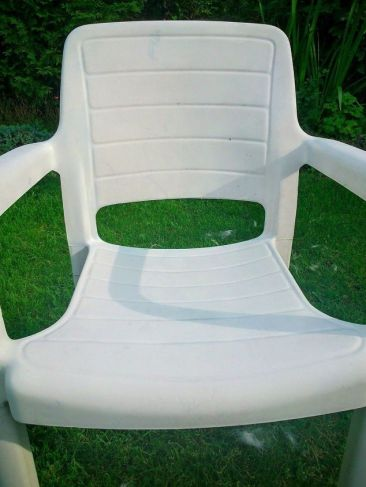 garden-chair-covered-with-ikea-napkins-decoupage-outdoor-furniture (1)