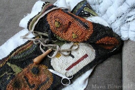 primitive-hooked-pumpkin-rug