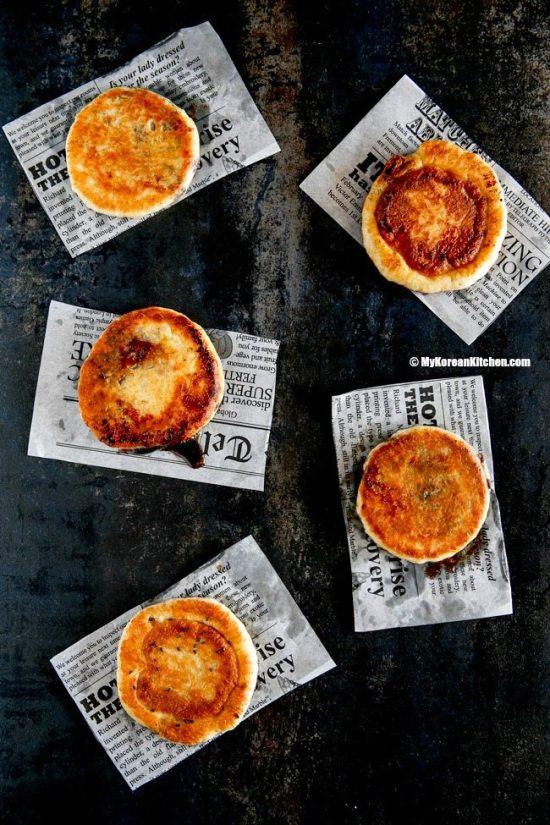 2.-Korean-sweet-pancakes-Hotteok