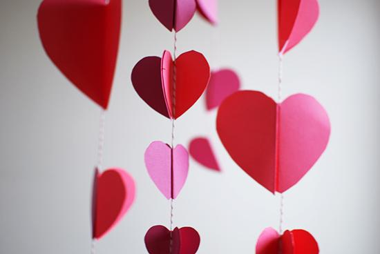 diy-paper-heart-chandelier-valentines-day-decor-04