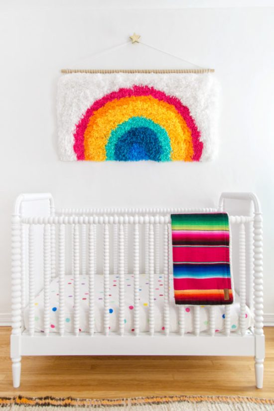 diy-rainbow-latch-hook-wall-hanging-600x900