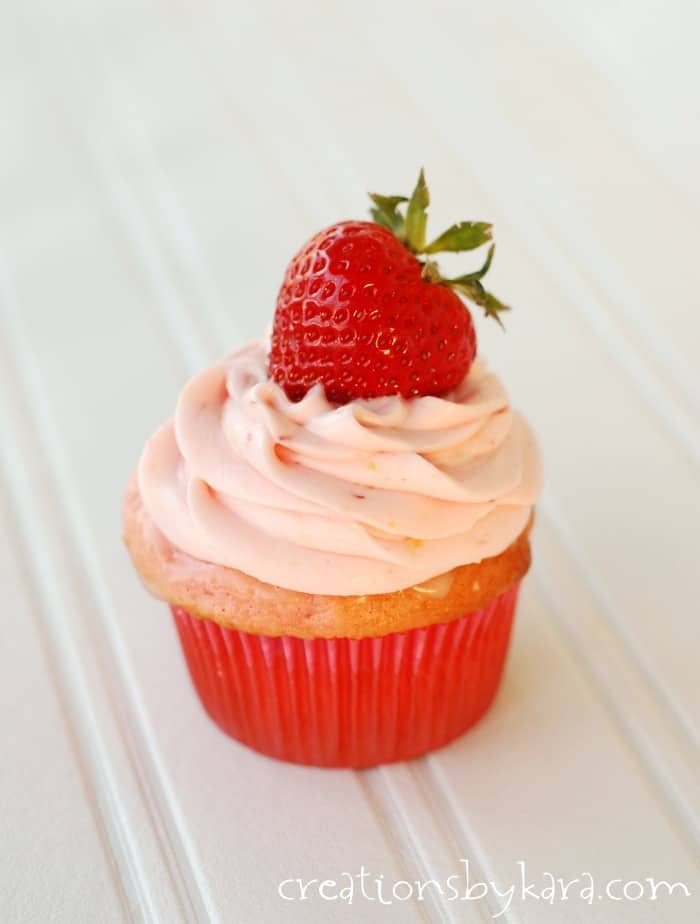Strawberry-Lemonade-Cupcakes-008-1
