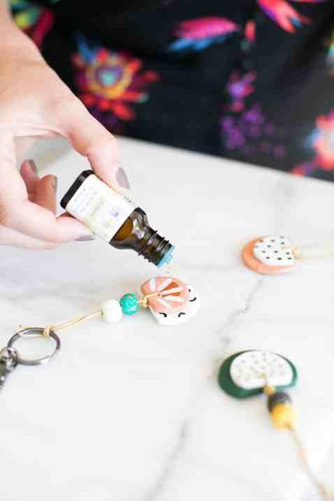 DIY-Essential-Oil-Diffuser-Keychain