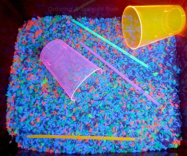 glowing rice sensory play 06
