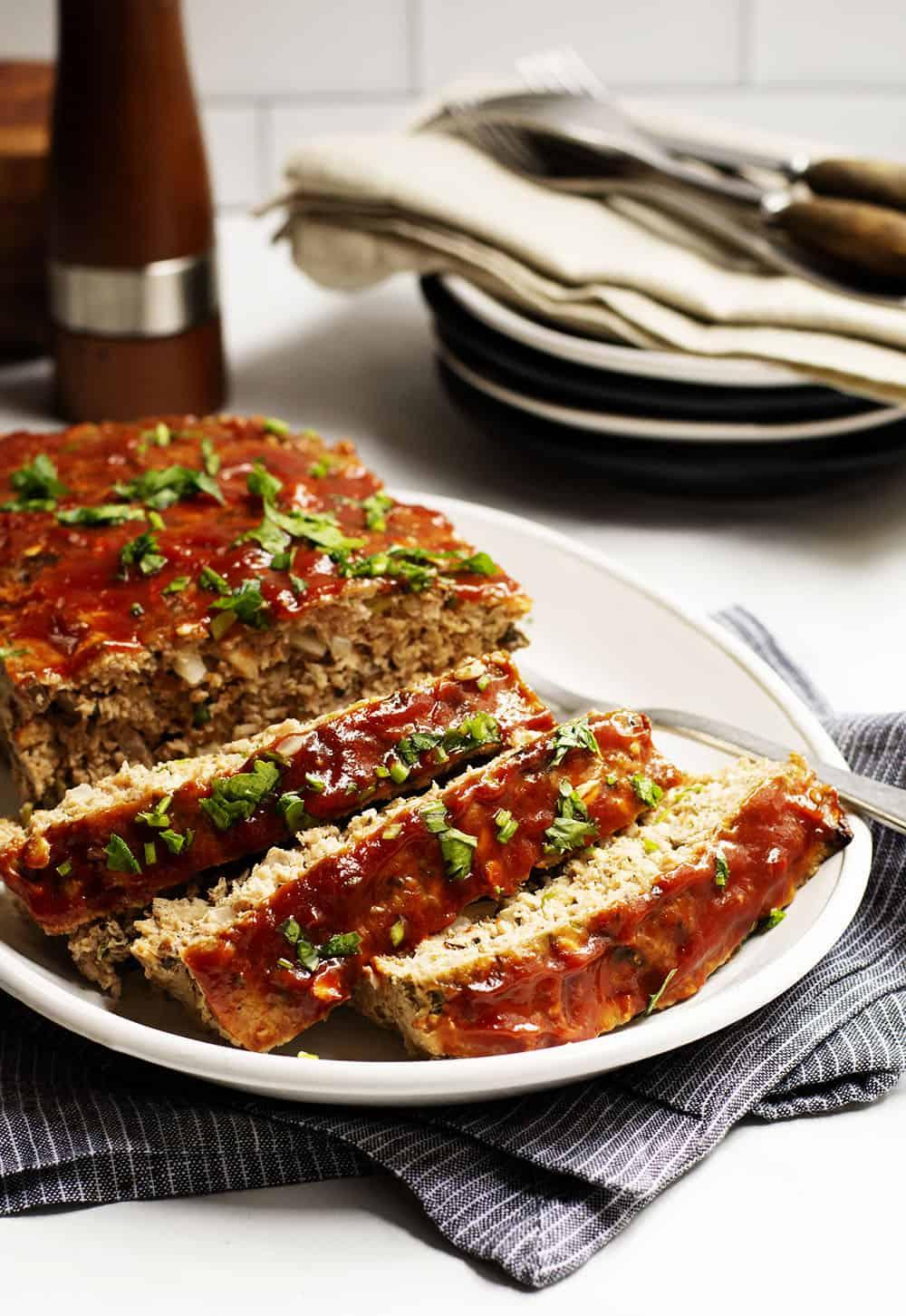 Turkey-Meatloaf-Sliced-on-a-White-Platter
