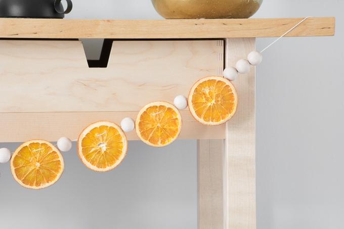 DIY-Dried-Orange-Garland-14.jpg