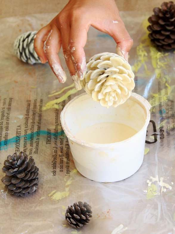 make-bleached-pinecones-diy-whitewash-pine-cones-holiday-thanksgiving-christmas-decorations-fall-winter-decor-crafts-farmhouse-white-natural-apieceofrainbow-4