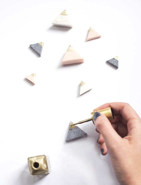 DIY-mini-mountain-photo-or-card-holders-sugar-and-cloth11
