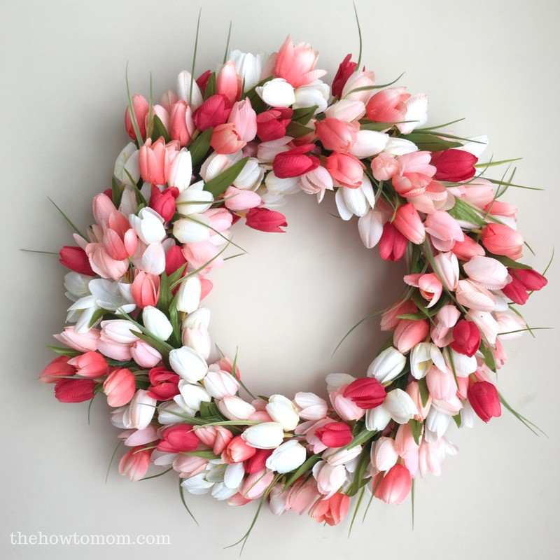 DIY-tulip-wreath-easy-tutorial-coral-peach-tulips1.jpg