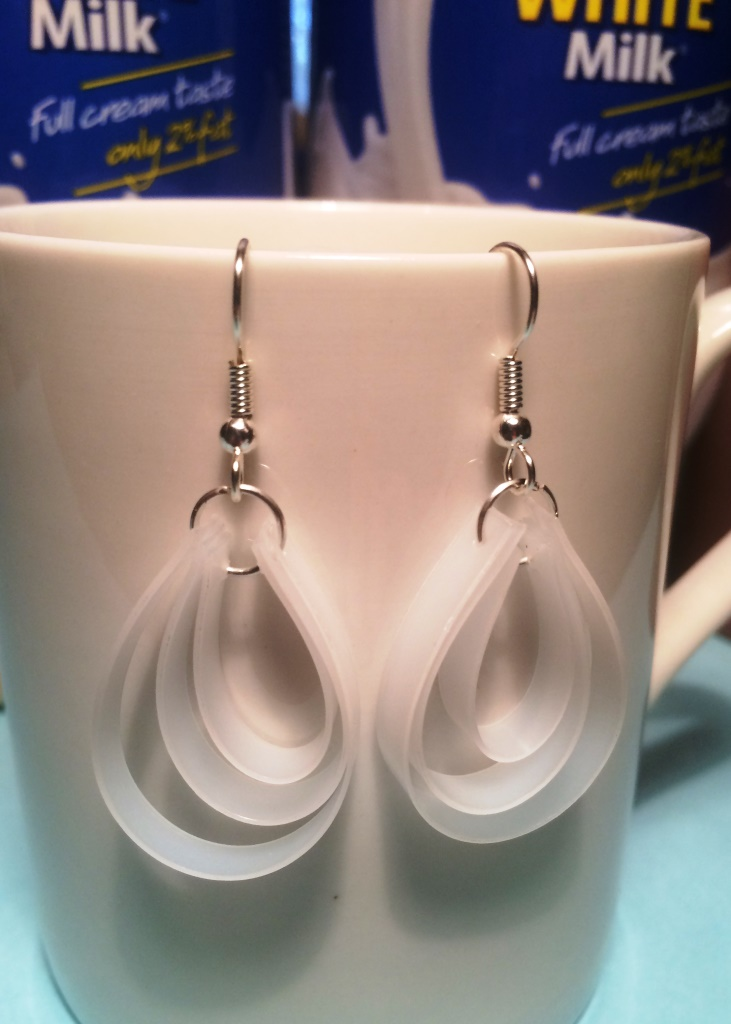 Cute-Plastic-Earrings-made-from-Milk-Bottles-thelinkssite.com_.jpg