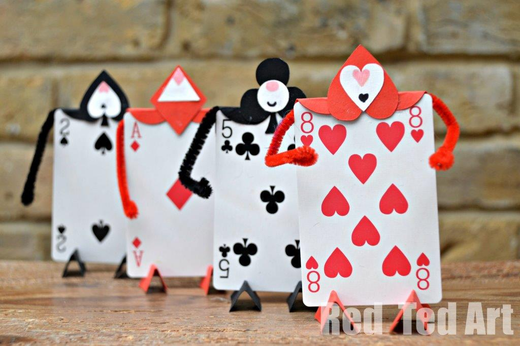 Soldier-Card-Craft-for-an-Alice-in-Wonderland-Party