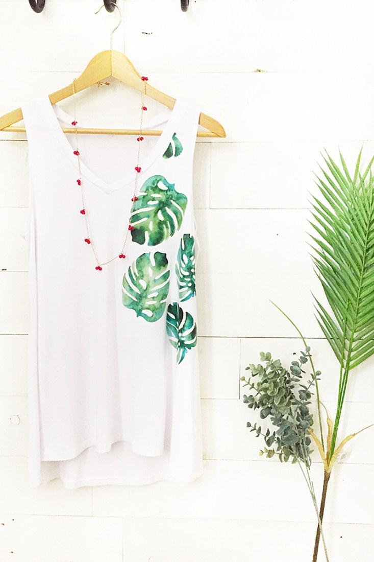 DIY-Monstera-Leaf-Tank-Top-Maritza-Lisa-2.jpg