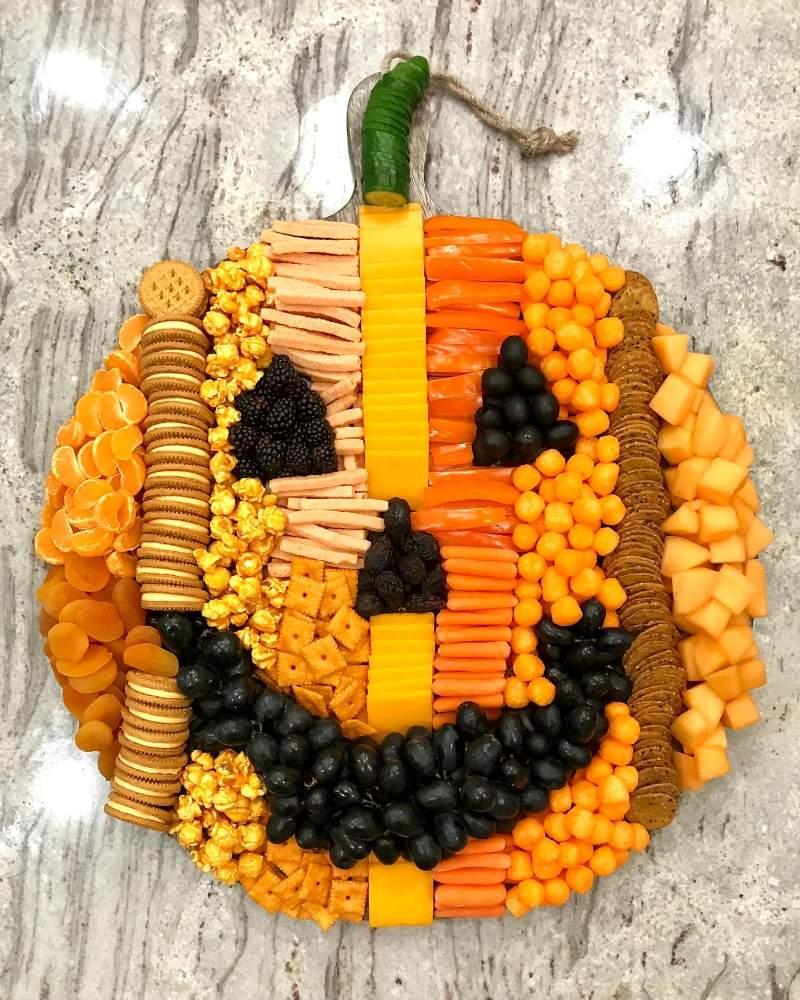 Pumpkin-Snack-Board-By-The-Baker-Mama-1.jpg
