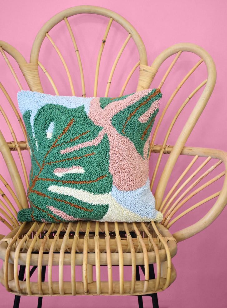 monstera-pillow-free-punch-needle-embroidery-pattern-dreamalittlebigger-41-1